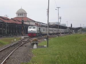 Kereta Argo Muria di Stasiun Semarang Tawang (foto: http://flic.kr/p/68kYcy)