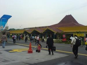 Bandar Udara Internasional Ahmad Yani (foto: panoramio.com)
